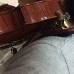 ヴァイオリンの肩当てをチェック