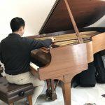 レッスン室のピアノ調律
